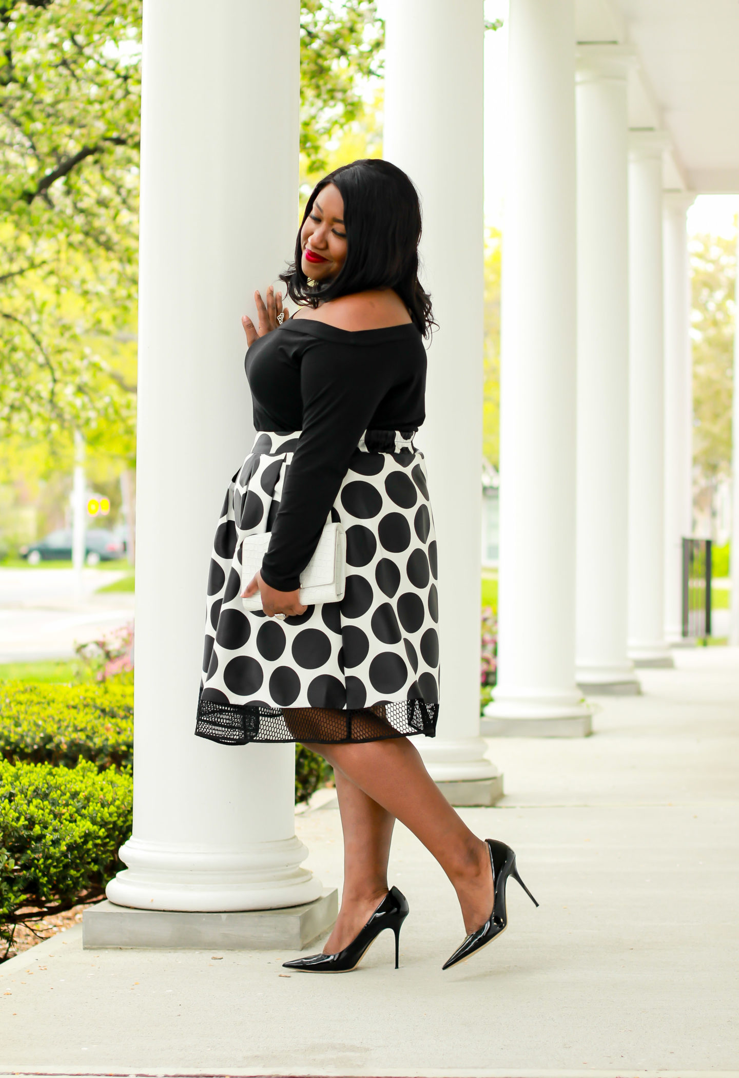 plus-size midi skirt outfit curvy women
